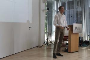 Lutz Goertz bei der Moderation
