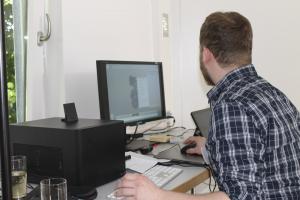 Julian Gaab demonstriert das Autorenwerkzeug