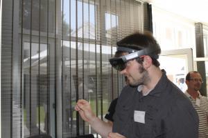 Markt der Möglichkeiten, Teilnehmer testet die Hololens