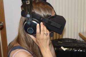 Markt der Möglichkeiten, Teilnehmerin testet die Oculus Rift der TwinC GmbH