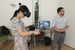 Dominic Fehling begleitet Teilnehmerin bei der SVL-Erprobung