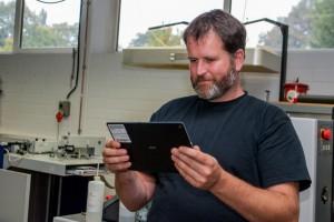 Lehrperson testet SAL-Lernanwendug