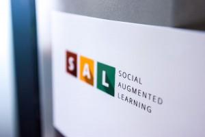 Nahaufnahme des SAL-Logos vom Markerplakat